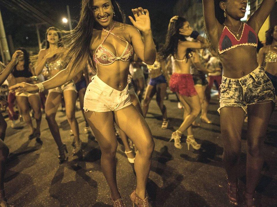 Girls at Rio de Janeiro Samba Festival - Facebook Picture By RioCarnivalTour.com