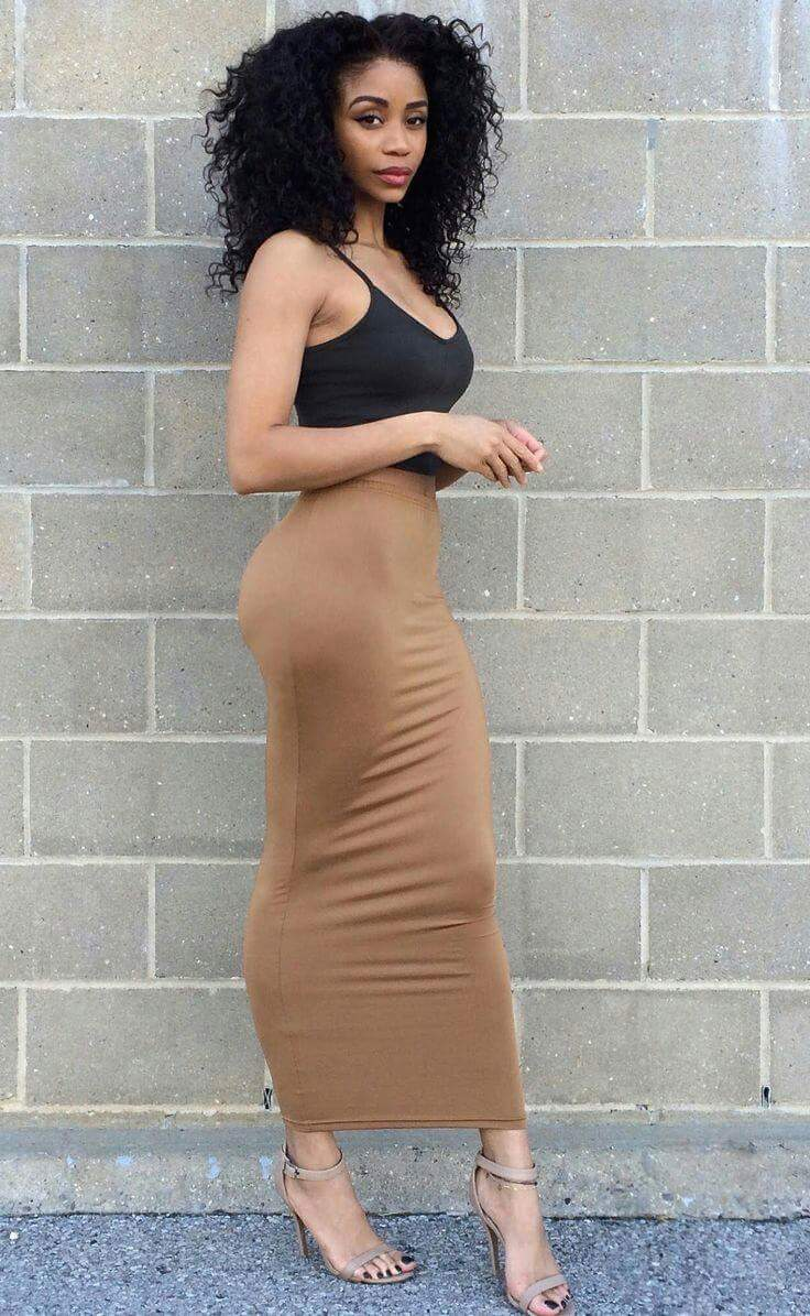 sexy-tall-black-woman-with-long-natural-curls