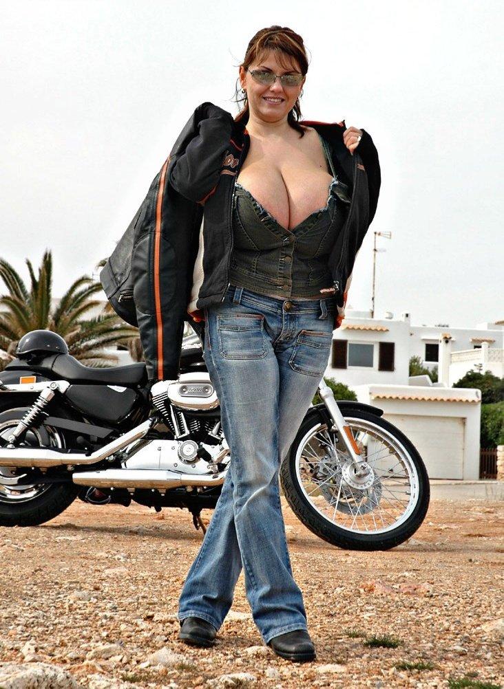 Milena Velba, the Horny MILF & Lesbian Dangles and Sucks